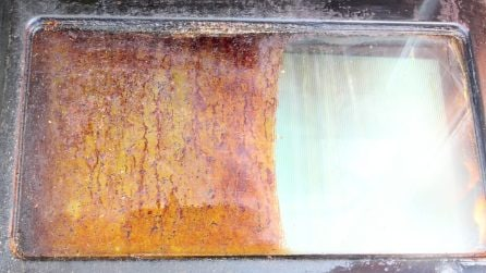 Come pulire la porta del forno in vetro: vi basteranno 2 ingredienti