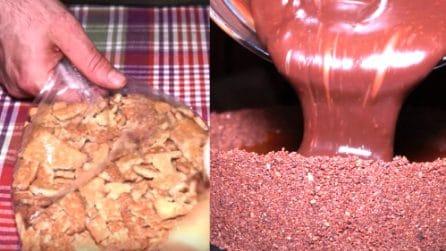 Schiaccia i biscotti in un sacchetto e prepara un dolce meraviglioso