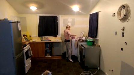 Stanca della cucina vecchia e disordinata: il marito decide di stupirla
