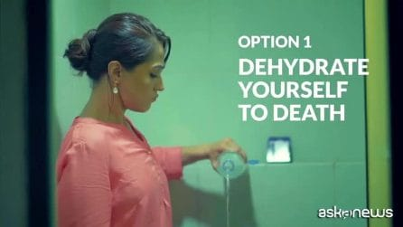 Toilette sudicie? In India le donne fanno la pipì in piedi