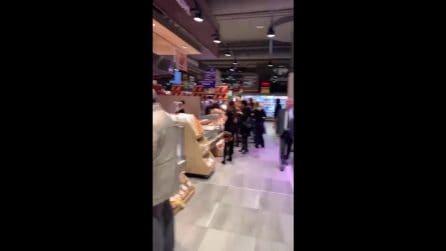 Chiara Ferragni sorprende Fedez, festa di compleanno in un supermercato
