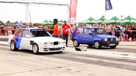 La Panda a tu per tu con la BMW: la sfida a tutta velocità