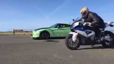 Superbike vs Supercar: l'adrenalinica sfida tutta in velocità