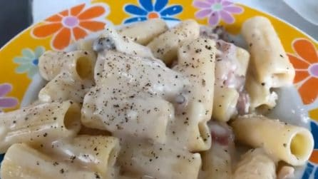 Rigatoni alla gricia: un piatto tipico della cucina laziale, cremoso e saporito