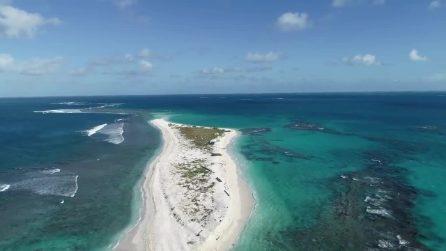 Le ultime immagini dell'isola hawaiana East Island, prima di essere cancellata dall'uragano Walaka