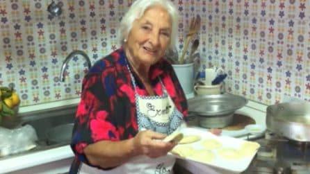 In cucina con la nonna: i calzoncini fritti e ripieni più buoni di sempre