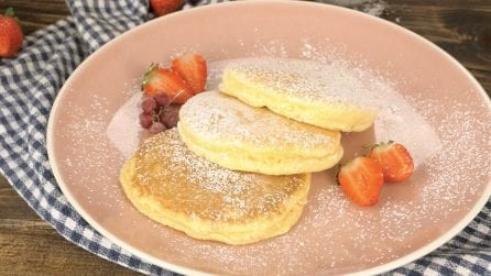 Whipped whites pancakes: here's how to make them tall and fluffy!