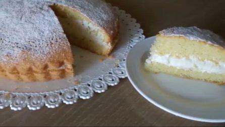 Torta soffice con un cremoso ripieno al latte: la ricetta semplice e buonissima
