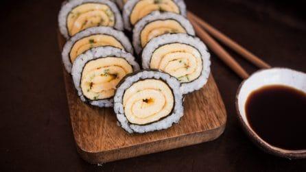 Rotolo di sushi e frittata: l'idea originale piena di sapore!