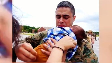 Abbraccia suo figlio per la prima volta: le immagini ti faranno piangere