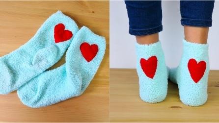 Personalizzare dei semplici calzini: l'idea dolce e romantica per l'inverno