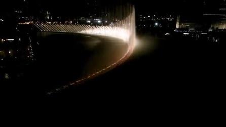 Dubai, le famose fontane danzanti: l'acqua si muove a ritmo di musica