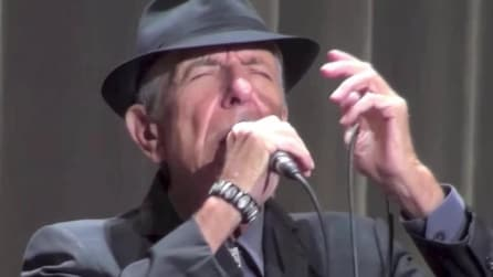 Leonard Cohen si esibisce live con Hallelujah
