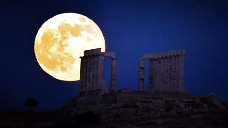 Lo spettacolo della superluna: mai così grande e luminosa dal 1948
