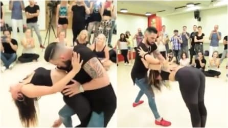 Parte la musica e i ballerini danno vita a una danza sensuale: applausi da tutto il pubblico