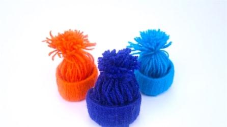 Cappellini di lana: l'originale decorazione per il tuo albero di Natale
