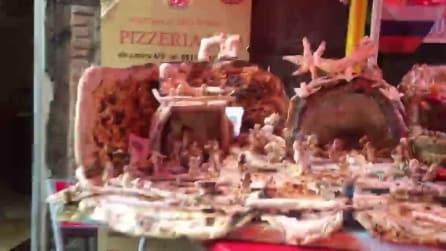 Napoli, il presepe di Natale fatto tutto di pizza