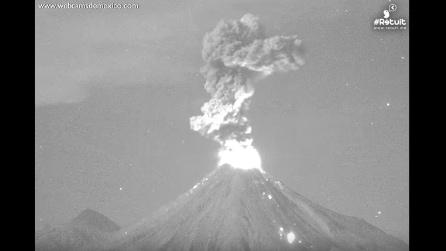 Messico, nuova spettacolare eruzione del vulcano Colima