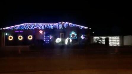 Le luminarie natalizie hard rock: la casa si illumina a ritmo del successo degli AC/DC