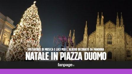 Milano, Piazza Duomo stracolma per l'accensione dell'albero di Natale decorato da Pandora