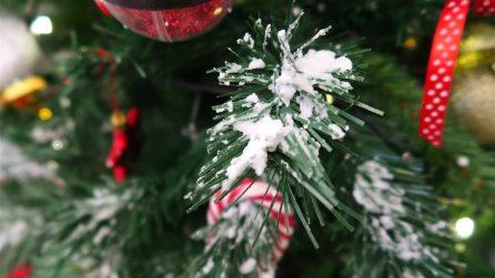 Decora il tuo albero: ecco come realizzare la neve finta