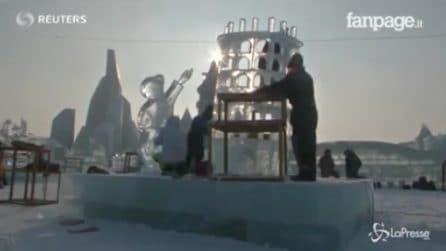 Cina, la Torre di Pisa scolpita nel ghiaccio: i capolavori del Festival di Harbin