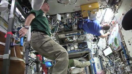 Il Mannequin Challenge nello spazio: gli astronauti immobili sospesi in aria