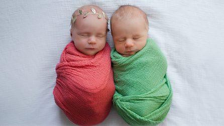 L'ultimo abbraccio dei gemellini: il maschietto ha perso la vita 11 giorni dopo il parto