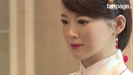 """Un cyborg dalle sembianze di una bellissima donna: in Cina tutti pazzi per la """"dea robot"""""""