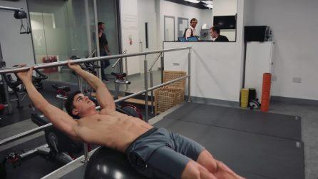 Pietro Boselli in palestra per scolpire i muscoli