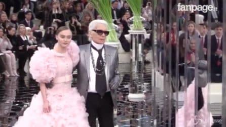 Lily Rose incantevole in passerella: la 17enne figlia di Johnny Depp alla sfilata Chanel
