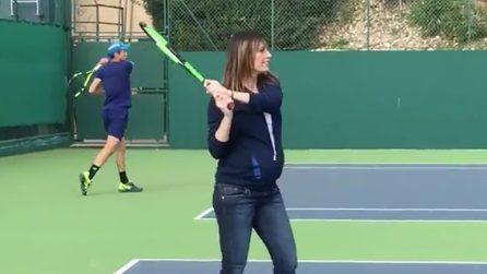 Flavia Pennetta gioca a tennis col pancione: accanto a lei, a sorpresa, spunta Djokovic