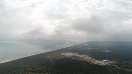 L'atterraggio perfetto del razzo Falcon 9 in Florida. Le immagini spettacolari