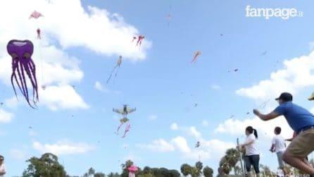 Gli aquiloni più strani colorano i cieli di Miami: lo spettacolo del Kite Festival
