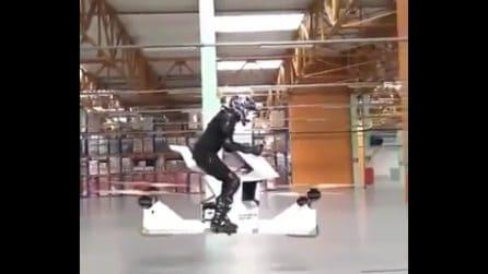 Il sogno di chi vuole volare: un bel giro sul drone a forma di moto