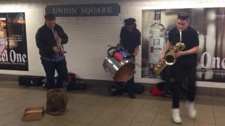 Suonano nella stazione di Union Square a New York, il ritmo è irresistibile
