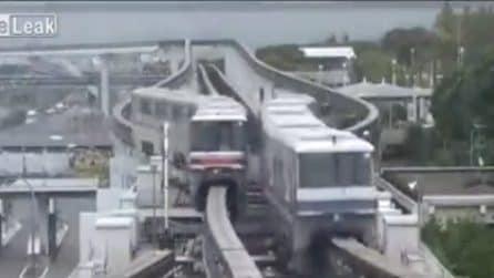 """Le rotaie si muovono alternate: la """"magia"""" della monorotaia di Osaka"""