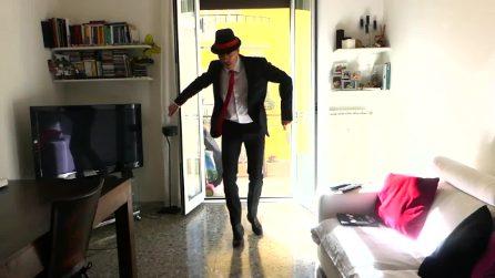 Giovanni Vernia alle prese con il ballerino del famoso spot della Tim: la scena è esilarante