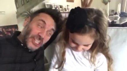 """Nek tenero papà, insieme alla figlia canta """"La bella e la bestia"""""""