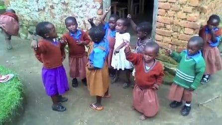 """""""Ti voglio bene scuola"""": la canzoncina dei bambini africani per l'educazione è emozionante"""
