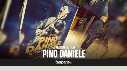 """'Il tempo resterà', le reazioni dei napoletani commossi fuori al cinema: """"Pino Daniele non morirà mai"""""""