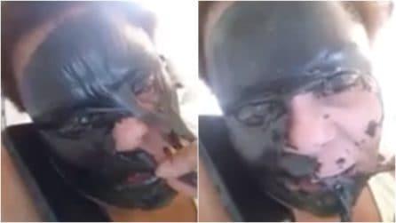 Applica la maschera ma qualcosa va storto: rimuoverla è dolorosissimo