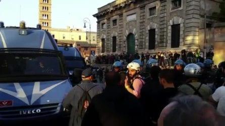 Corteo Trattati Roma, la polizia indietreggia
