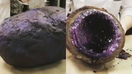 L'enorme geode di cristallo al cioccolato viene aperto: è spettacolare
