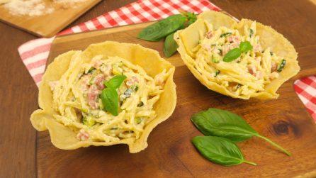 Trofie speck, panna e zucchine: ecco come servirle in una cialda di parmigiano!