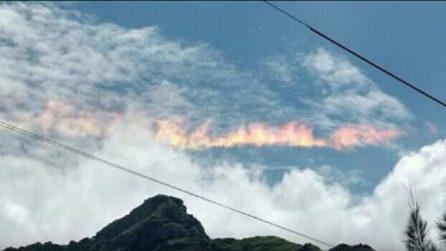 """""""Arcobaleno di fuoco"""": il misterioso e spettacolare fenomeno incanta tutti"""