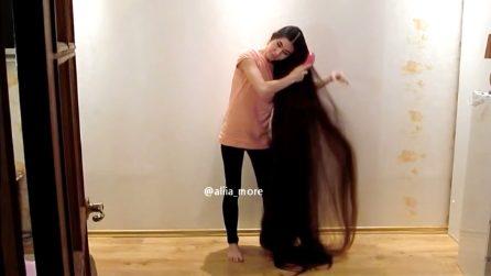 Non taglia i capelli da 20 anni per assomigliare alle principesse delle favole
