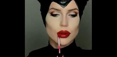 Si Trucca Da Maleficent E Sembra Angelina Jolie La Trasformazione è