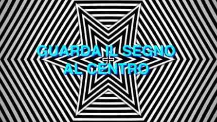 Tieni gli occhi sul segno al centro per 30 secondi: l'illusione ottica è incredibile