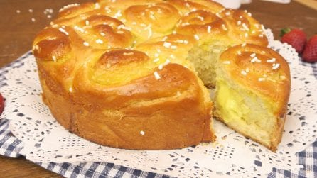 Rose cake: a soft, fragrant brioche bread. Perfect for your breakfast!